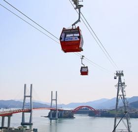 사천바다케이블카는 개통 8개월 만에 83만 7천여 명이 탑승하는 등 전국 최고 해상케이블카로 자리매김 하고 있다.
